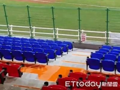 最美球場花大錢翻修 球迷邊看球賽邊躲雨