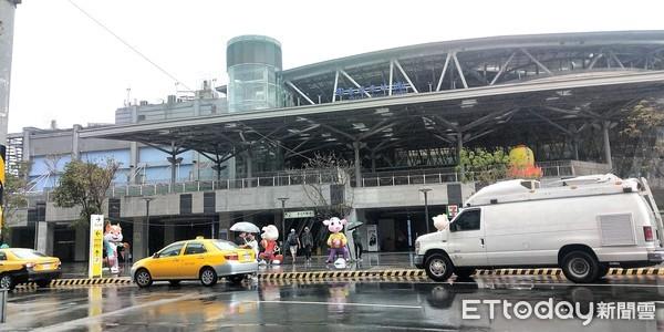 ▲▼利奇馬颱風上午基隆風雨概況,基隆火車站行駛狀況。(圖/記者徐斌慎攝)