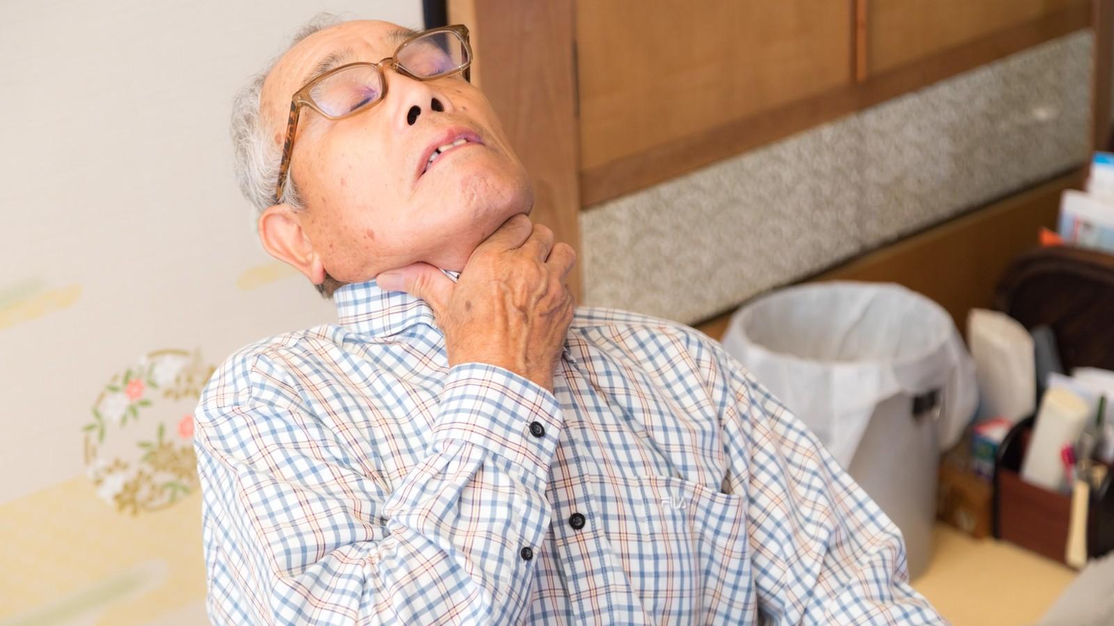 ▲老人,噎到,昏倒。(圖/取自免費圖庫Pakutaso)