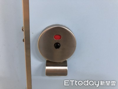 借超商廁所 她等10分鐘拿硬幣開門…裡頭場景曝光