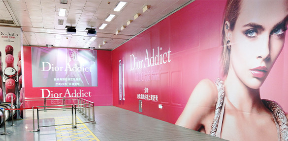忠孝復興站巨幅壁貼+投影+全柱貼