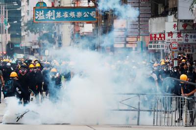 毒氣可以用防毒面具擋 恐怖政治氛圍呢?