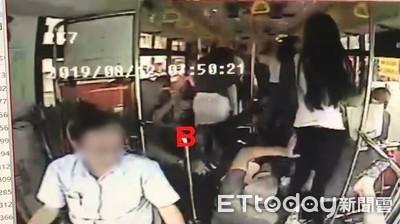快訊/基隆2公車追撞 婦頭受傷濺血