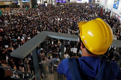 香港機場今日航班全部取消!