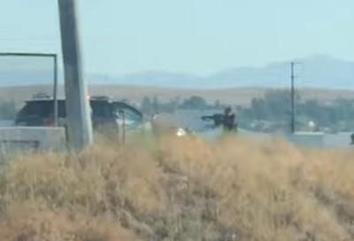 加州槍戰畫面曝 嫌進逼警車2死2傷