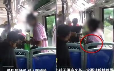 公車沒人讓座 大媽直接坐男童身上