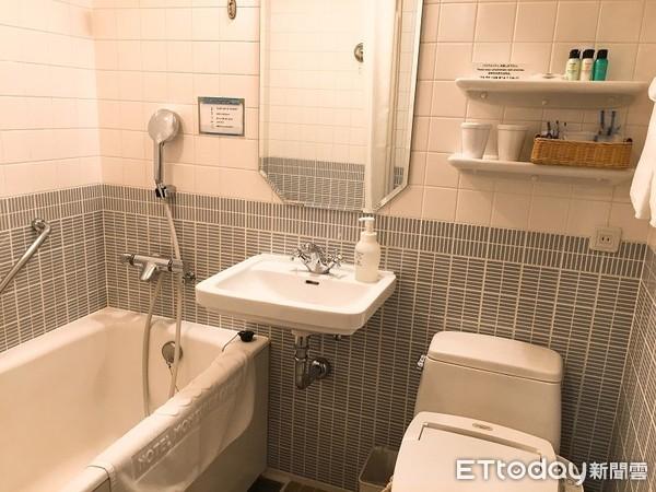 ▲▼飯店浴室,廁所,浴缸,馬桶,洗手台。(圖/記者蔡玟君攝)