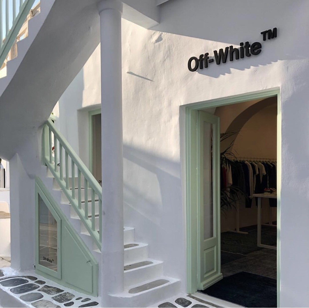 ▲Off-White「HOME」家居系列。(圖/翻攝自IG@off___white___mykonos、Off-White、品牌提供)