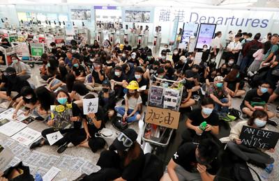 香港機場禁制令生效!持有效證件可進客運大樓