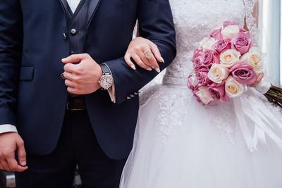 他逗得熟女不斷給錢 撈202萬跑去跟別人結婚