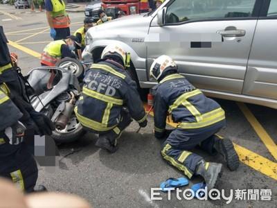 未注意車前狀況釀禍 騎士遭撞「卡車底」