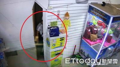 他花600元沒保夾 潛娃娃機店倉庫自己拿