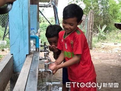 台生赴柬埔寨助小學生建過濾水塔