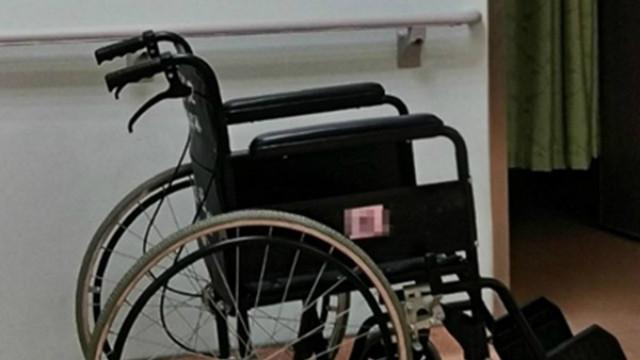 業務員幫推輪椅!送駝背伯到「905號房」 護士:那間沒住人