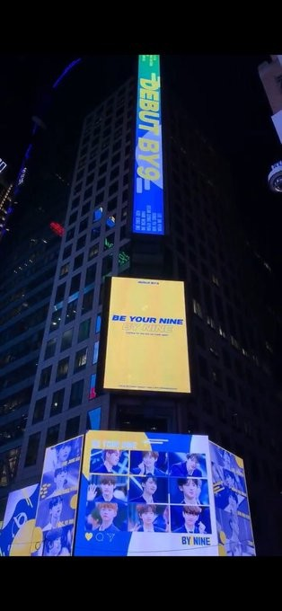 粉絲曾集資讓BY9廣告登上紐約時代廣場。(圖/翻攝自推特leejh_hh)