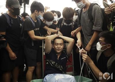 示威者圍毆環時記者!港澳辦:突破人性底線