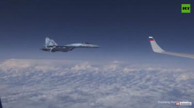 北約F/A-18尾隨俄國防長飛機 遭蘇-27驅逐!