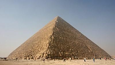 蓋金字塔不用外星科技!古埃及人「斜坡說」拖百萬石塊 卻讓學者吵翻了