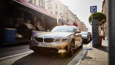 BMW推出330e油電房車、旅行車
