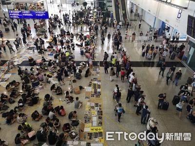 示威者癱瘓香港機場 「和你飛」變「阻你飛」