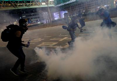 香港清潔工「被迫吸入催淚煙」