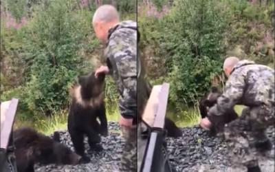 醉男逗熊遭咬拖樹叢 搏鬥7秒驚逃