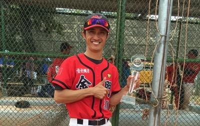 金門機場消防員黃國偉為棒球瘋狂