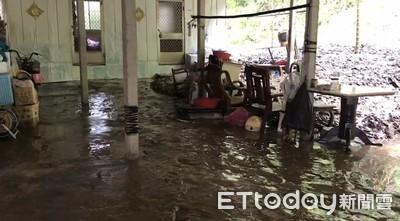 豪大雨影響 六龜民宅遭土石入侵