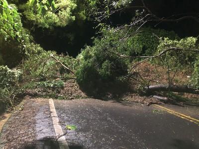 豪雨狂炸 中南路土石坍方封閉