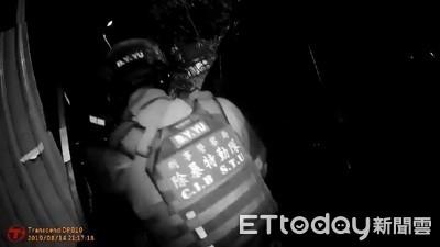 山區藏兵工廠 警逮獲年輕情侶檔