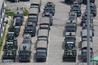 萬名武警集結深圳 裝備包括推土機