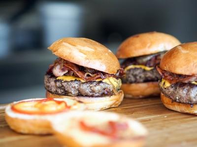 長輩嫌漢堡不健康 網平反:被拖累的
