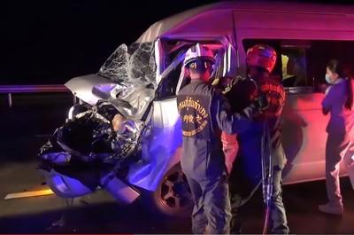 泰司機打盹撞聯結車 1台男受傷