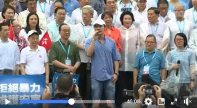 「阿B」鍾鎮濤現身「反暴力、救香港」集會挺警