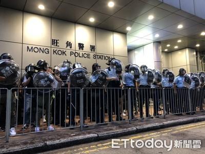 Live/反送中示威者「蛋洗旺角警署」