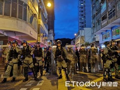 即/反送中示威者高喊:明天維園見