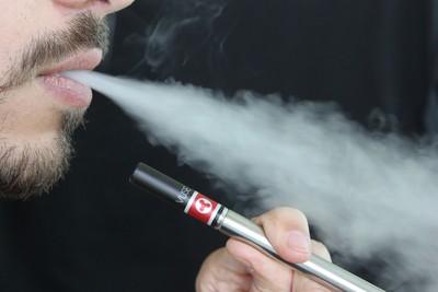 美近百人肺部受傷 疑抽電子菸導致