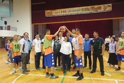 陳子威、林冠綸代言嘉義市籃球賽