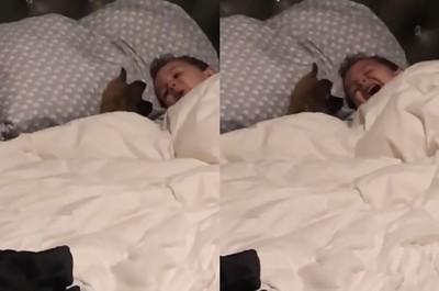 爸聞怪聲一看…寶寶竟在學狗語