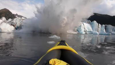 冰川坍激起3.6米浪 皮艇運動員險滅頂