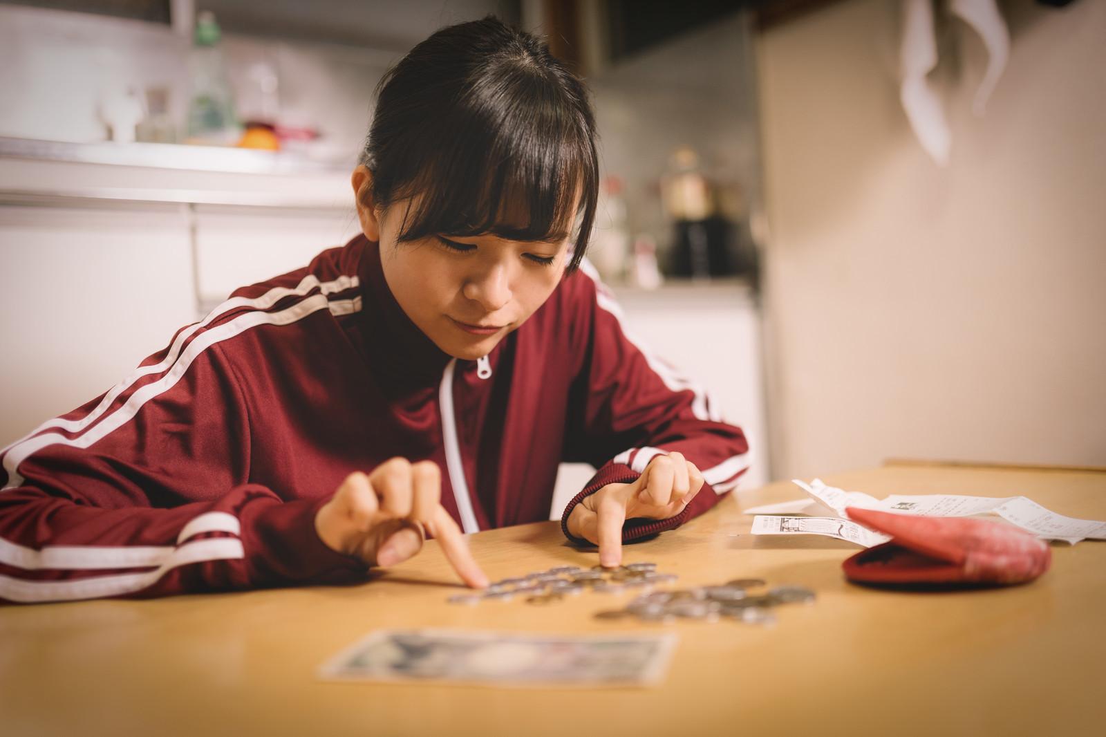 ▲學生,儲蓄,存錢,數錢,預算,家庭,規劃,財務,高中生,零用錢。(圖/pakutaso)
