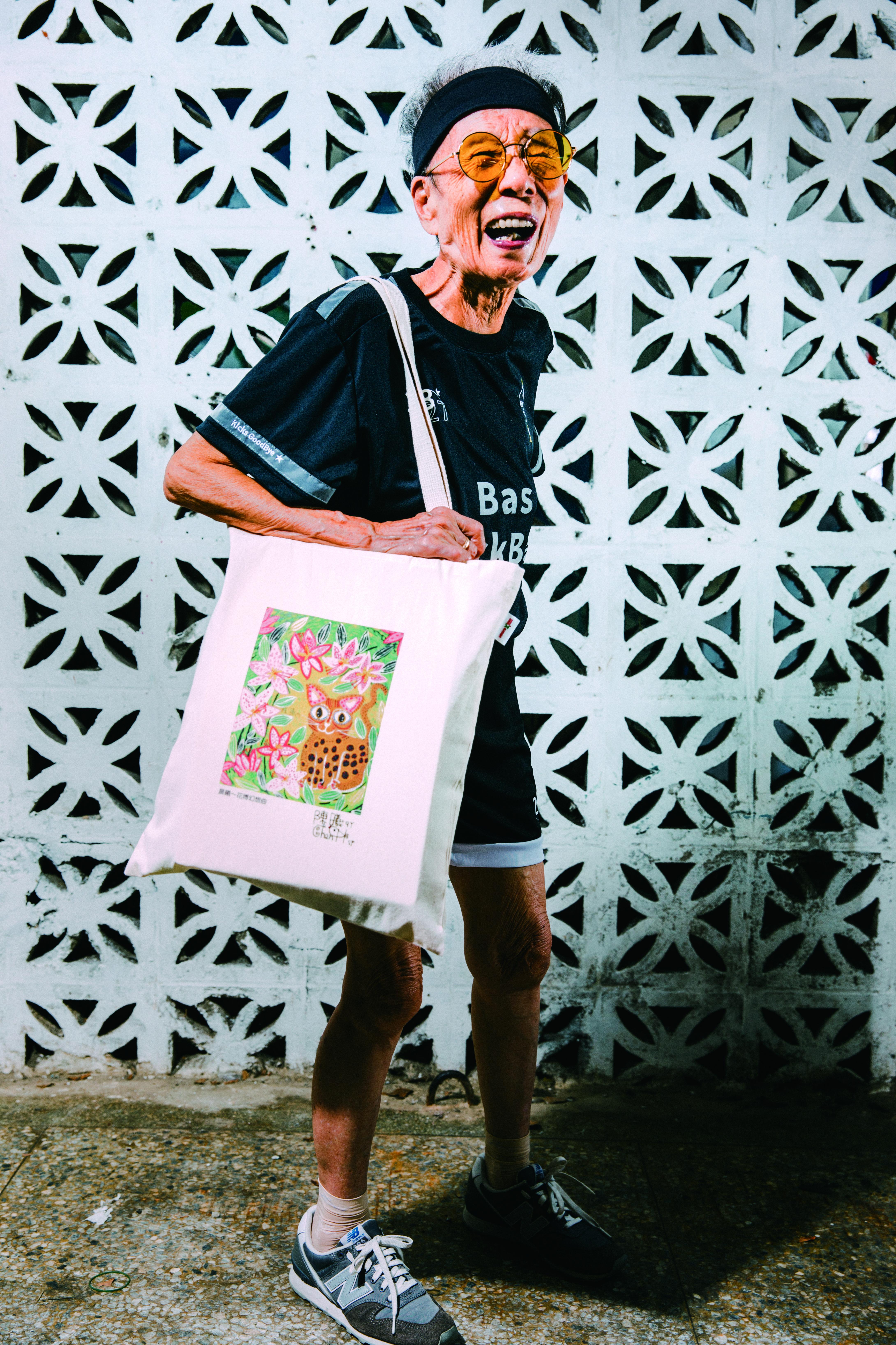 ▲▼書籍《媽抖:91歲的台灣第一潮嬤林莊月里》。(圖/寶瓶文化、愛買提供,請勿隨意翻拍,以免侵權。)