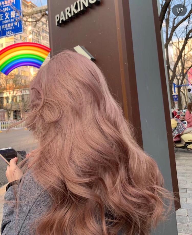 ▲粉金髮色。(圖/翻攝自雪莉、太妍IG、小紅書)