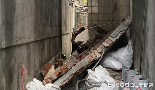 為了下水道工程拆除違建!外牆突然倒塌 工人右手遭輾壓骨折