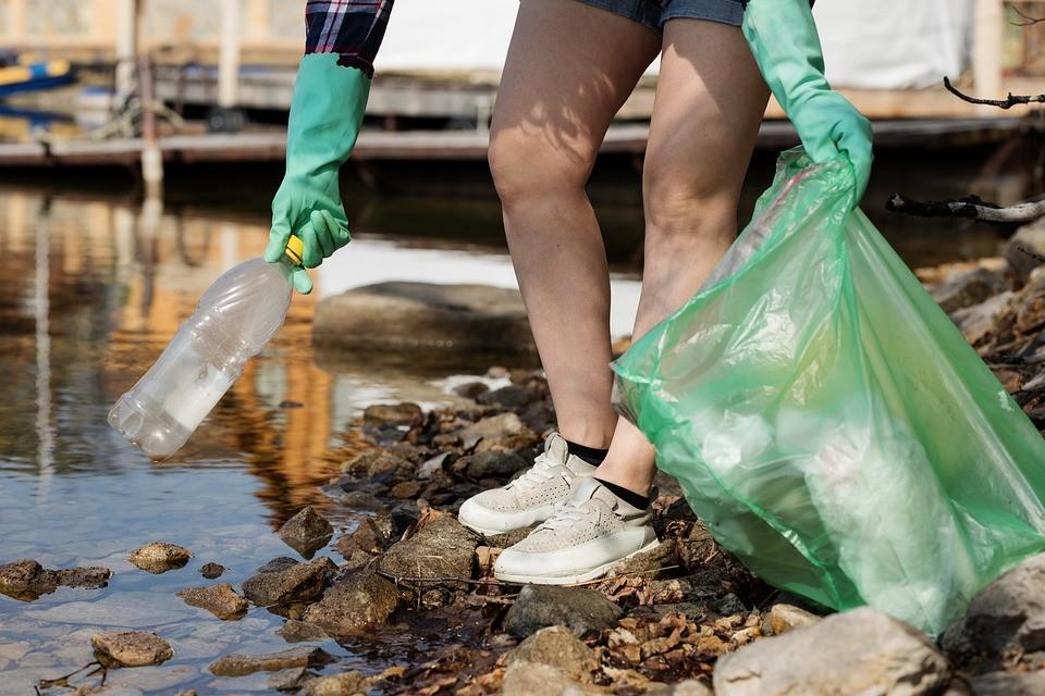 ▲▼撿垃圾,環保,回收。(圖/pixabay)