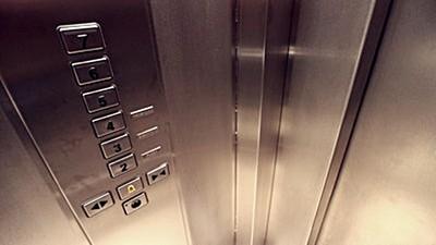 電梯外面沒有人!深夜詭異聲「回7樓」 一問才知之前死過人