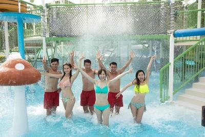 秀出「水蛇腰」玩水樂園有優惠 六福村暑假入園上看50萬人次