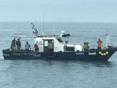 貨船撞漁船 6人輕重傷1人命危