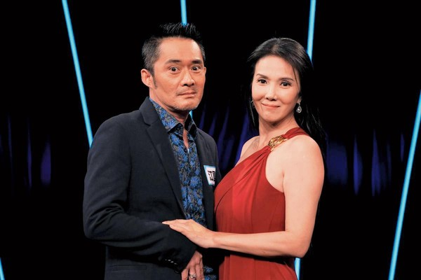 ▲丁國琳(右)因學歷跟年紀遭嫌,所以就算孩子的爸很有錢,但也成為單親媽媽。(台視提供)