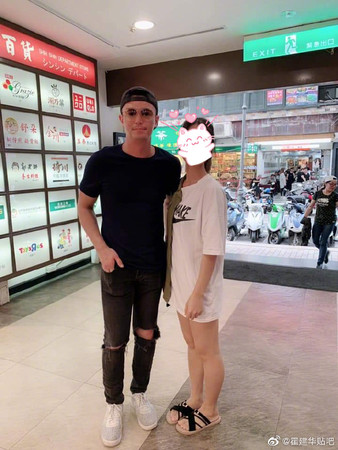 ▲網友台北偶遇霍建華。(圖/翻攝自微博)